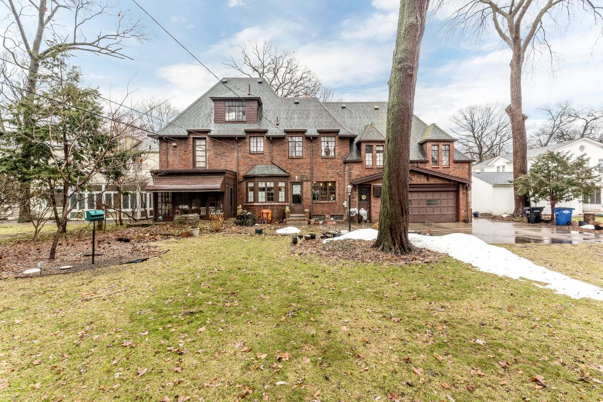 For 625k A Grand Sherwood Forest Home With A Speakeasy