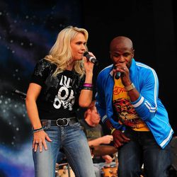 Alex Boye and Jenny Frogley performing together.