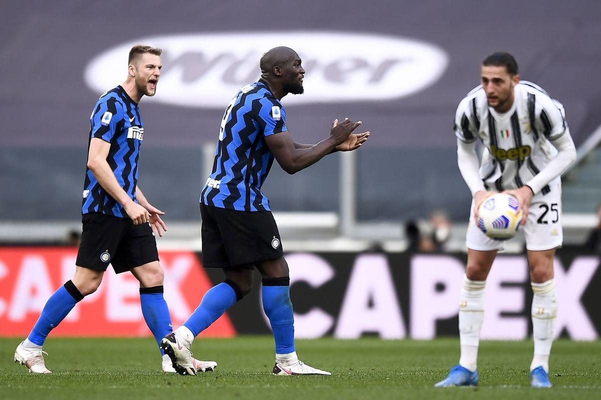 Romelu Lukaku (C) of FC Internazionale celebrates during the...