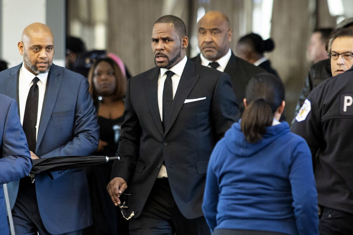 R. Kelly walks with attorneys and supporters into the Leighton Criminal Courthouse in March 2019.
