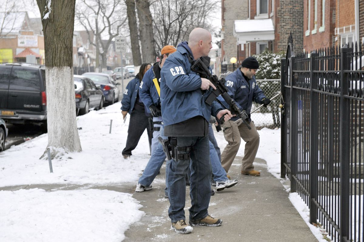 Chicago police officers execute a search warrant in 2008 in the 2800 block of South Christiana Avenue.