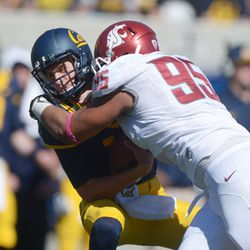 Ioane Gauta makes the acquaintance of Jared Goff, one of two times he did so