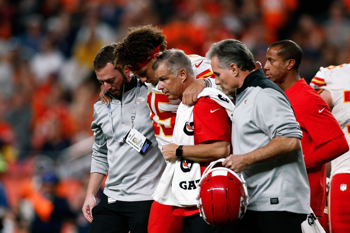 Let's Argue: The Chiefs' quarterback sneak in Denver wasn't a bad call