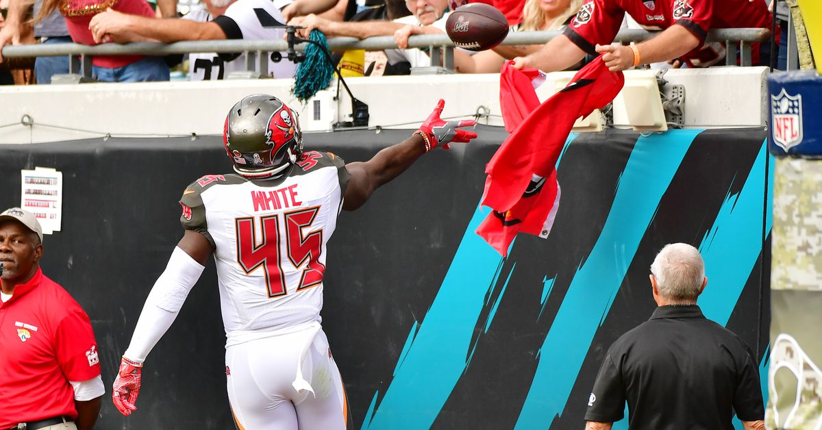 Bucs' Devin White named NFC Defensive Rookie of the Month