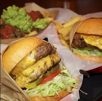 Burgers at Garaje