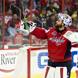Holtby Squeezes Water Bottle