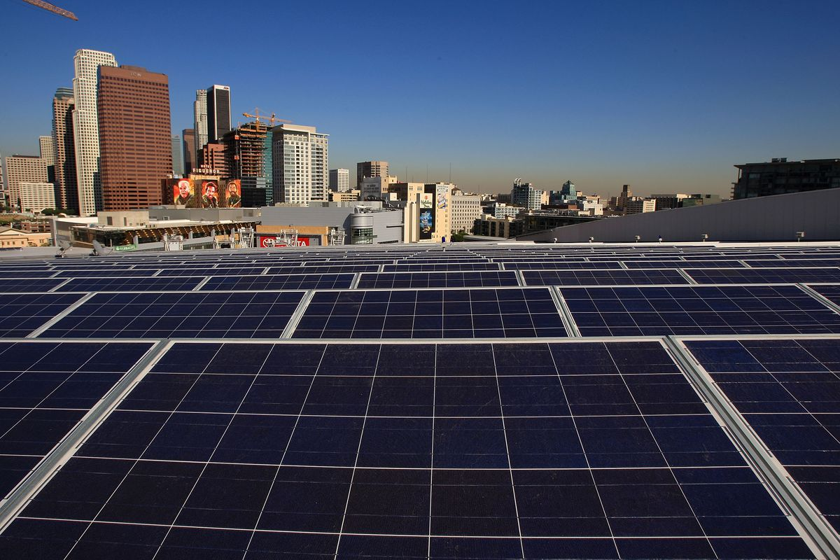 Californias Rooftop Solar Panel Mandate The Case For And Against Vox How Panels Work Diagram Photovoltaic In City David Mcnew Getty Images California Energy