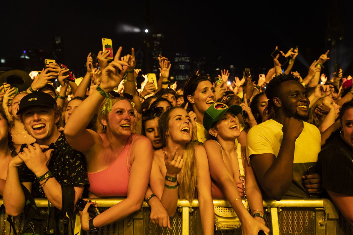 Fans cheer Post Malone.