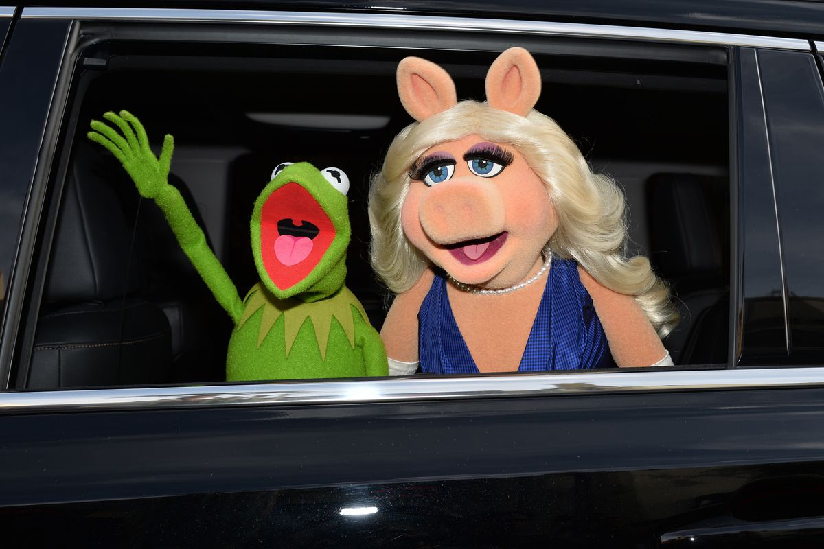 Kermit the Frog and Miss Piggy.