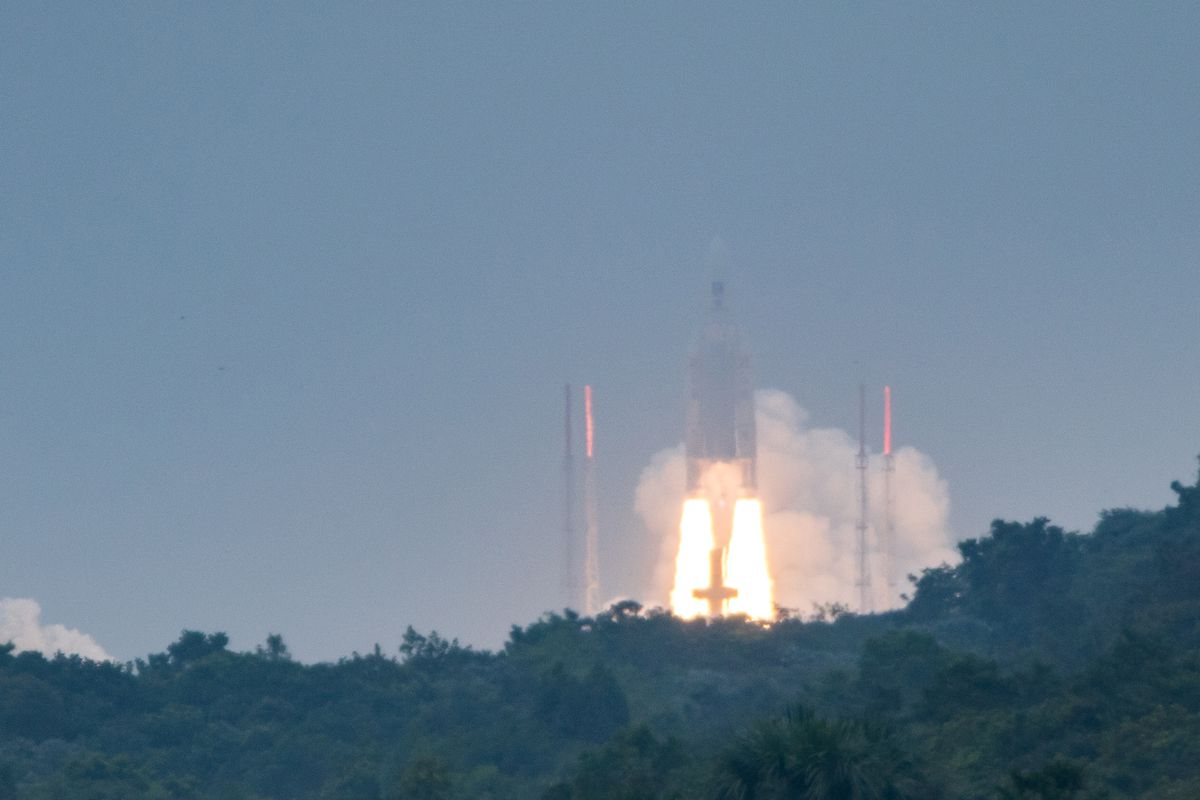 Ariane 5 launches SES-14 and Al Yah-3 despite 'lost contact'