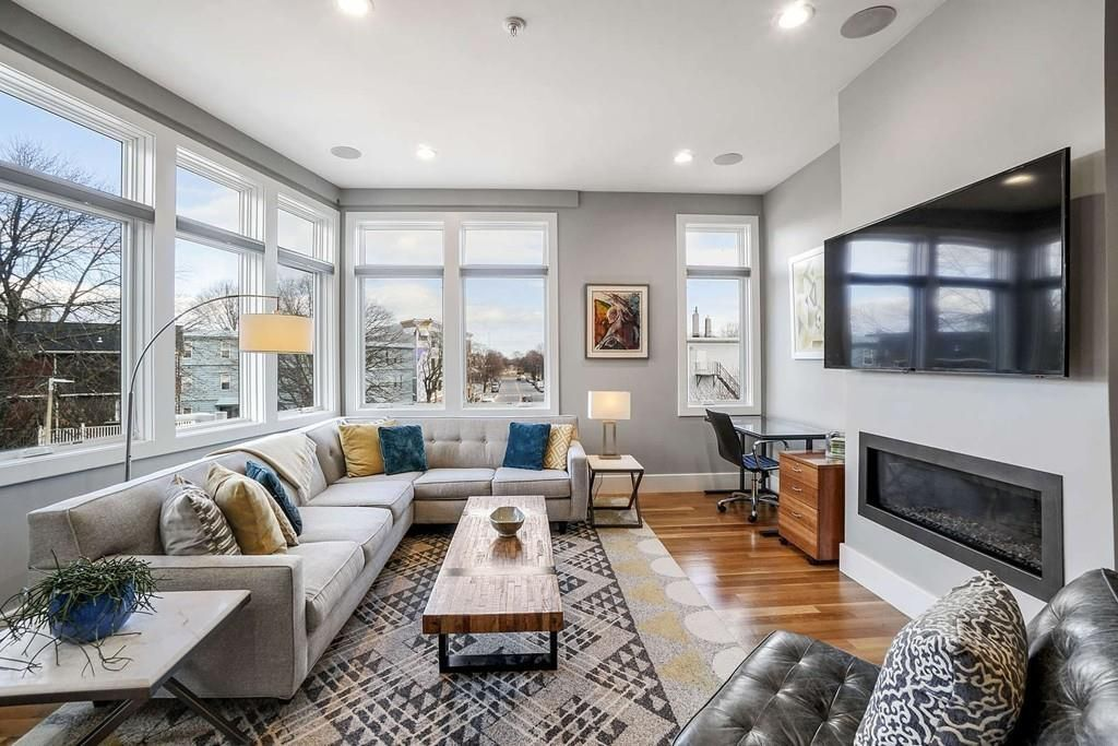 Another shot on the living room, facing toward large windows that meet at a corner.