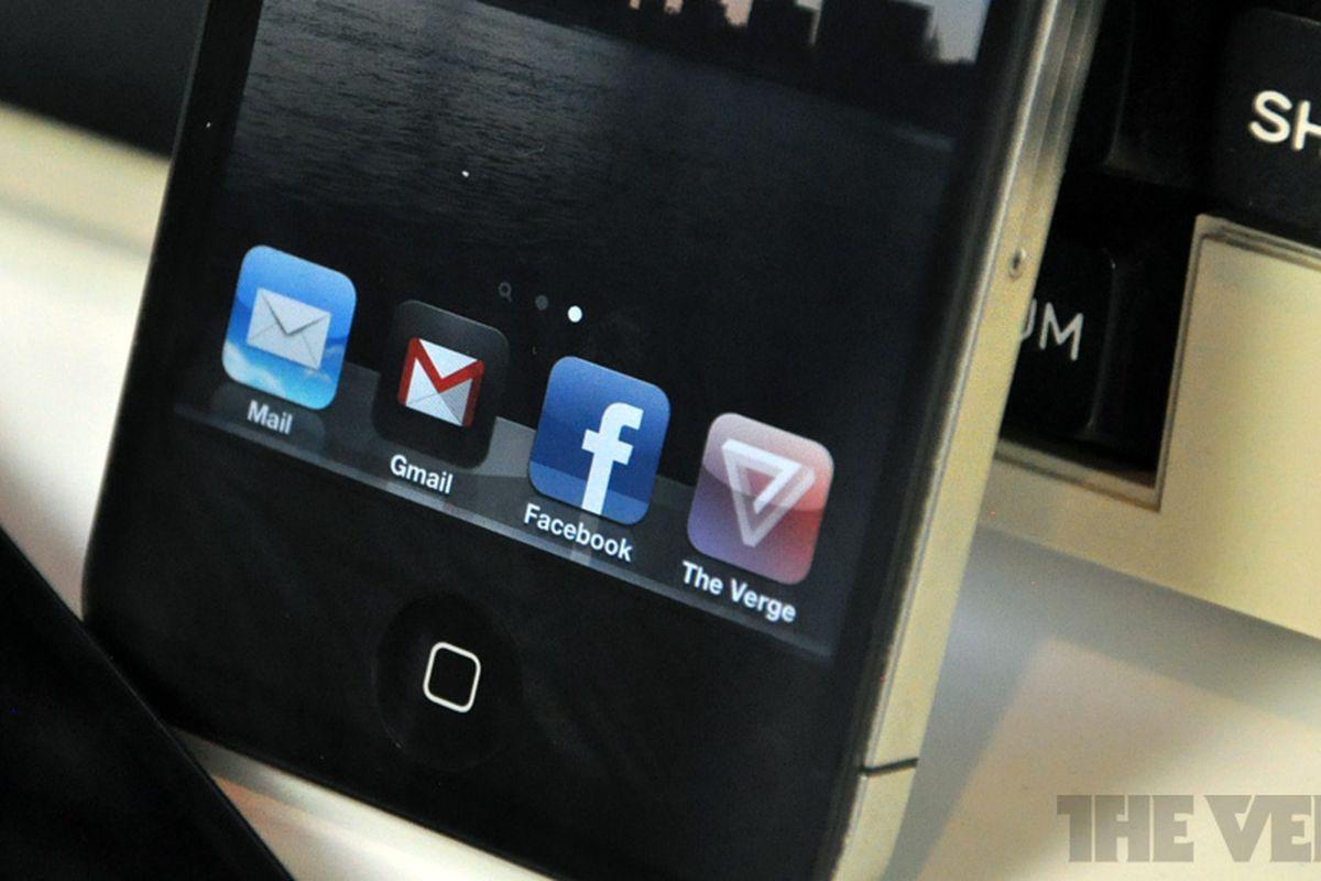 """via <a href=""""http://dl.dropbox.com/u/3052590/gmail-ios-app-rm-verge.jpg"""">dl.dropbox.com</a>"""