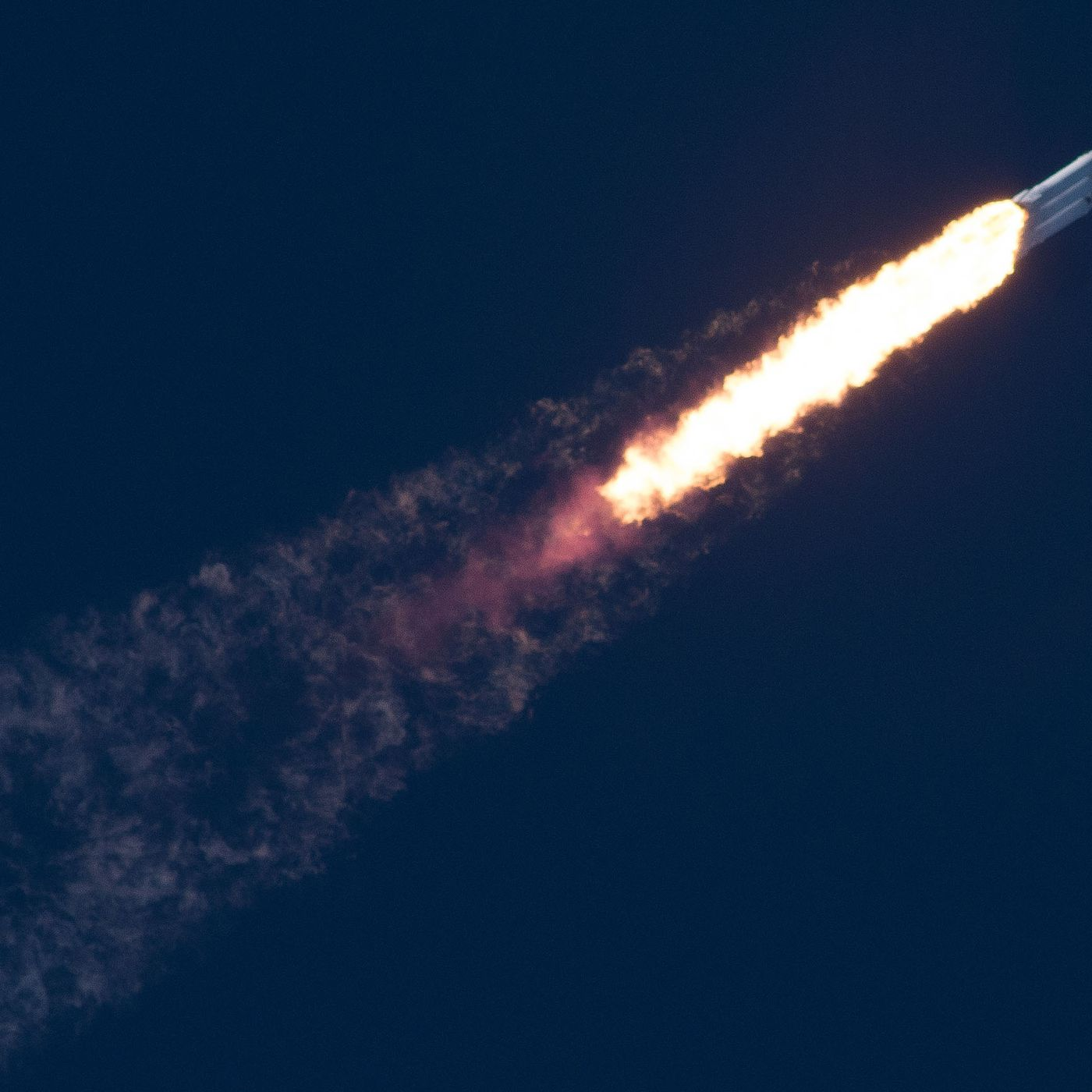What it was like to watch the Falcon Heavy fly - The Verge