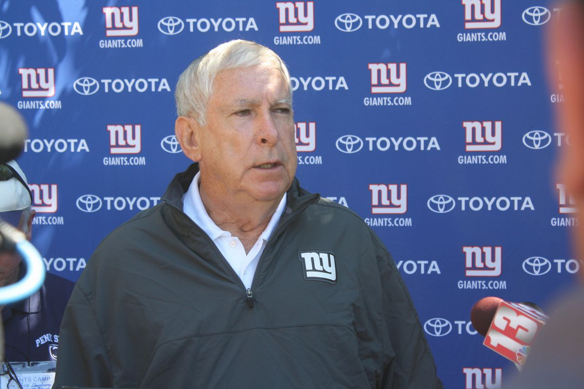 New York Giants tight ends coach Mike Pope speaks to the media Wednesday at UAlbany. (Photo by Ryan Valentine/Big Blue View)