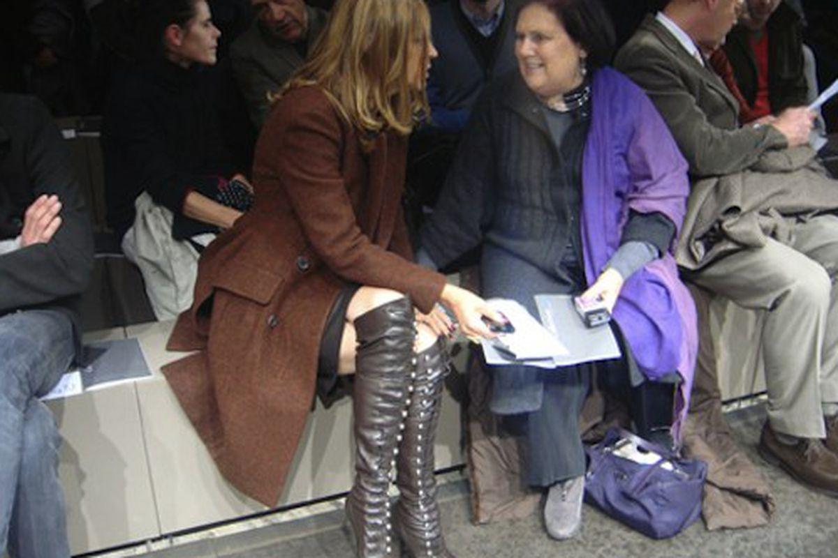 """Carine and Suzy are soooo over it, image via <a href=""""http://blogs.revistagq.com/esmoquinroom/?p=1033"""">GQ</a>"""