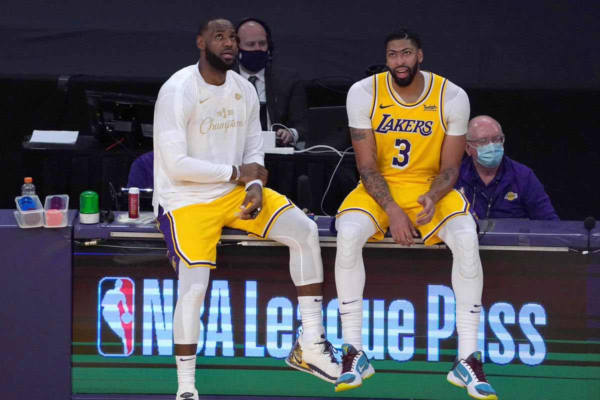 Los Angeles Lakers forward LeBron James and forward Anthony Davis wait to enter the game against the LA Clippers in the third quarter at Staples Center.