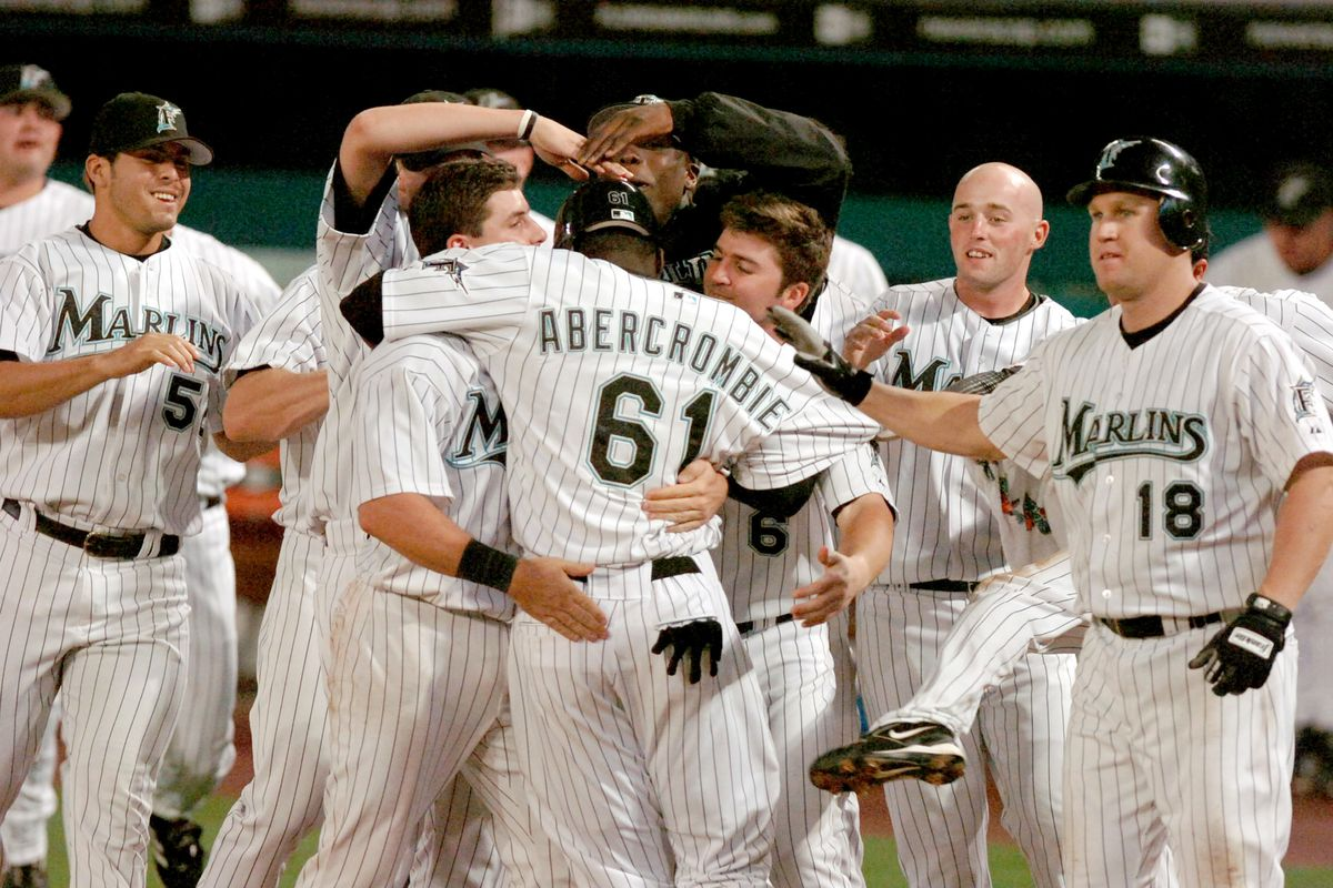 Florida Marlins' defeat the Atlanta Braves 6-5 in extra inni
