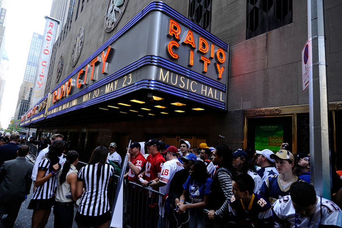 NEW YORK - APRIL 22:  Fans line up outside Radio City Music Hall prior to the 2010 NFL Draft at Radio City Music Hall on April 25, 2009 in New York City.  (Photo by Jeff Zelevansky/Getty Images)