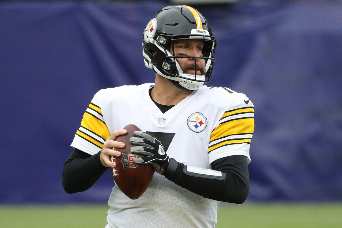 Quarterback Ben Roethlisberger #7 of the Pittsburgh Steelers looks to pass the ball against the Baltimore Ravens at M&T Bank Stadium on November 01, 2020 in Baltimore, Maryland.