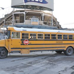 Tight turn for this bus at the corner of Sheffield and Waveland -