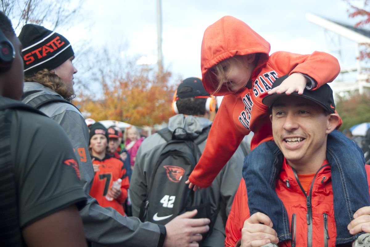 Awwwww adorable kid high-fiving a football player.