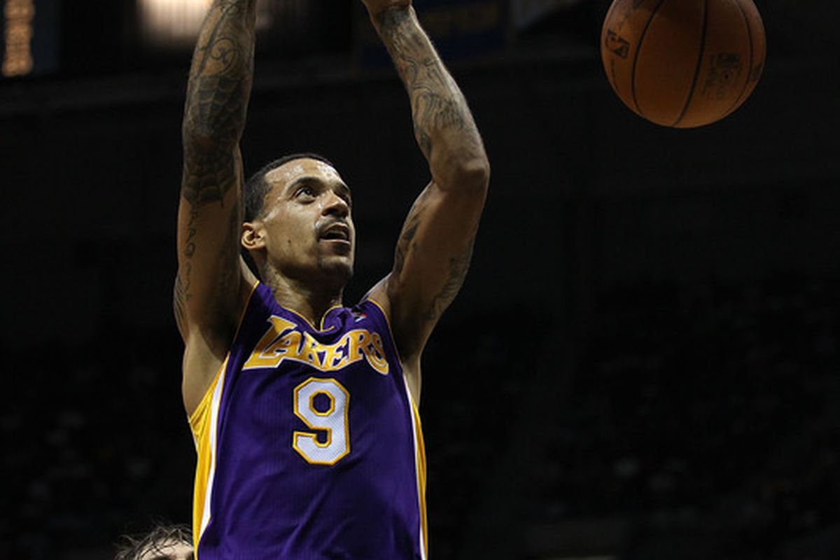 A perfect night by Matt Barnes off the bench -- 24 points on just seven field goal attempts -- led the Lakers to a 112-95 win over Minnesota to end their road trip 3-0.