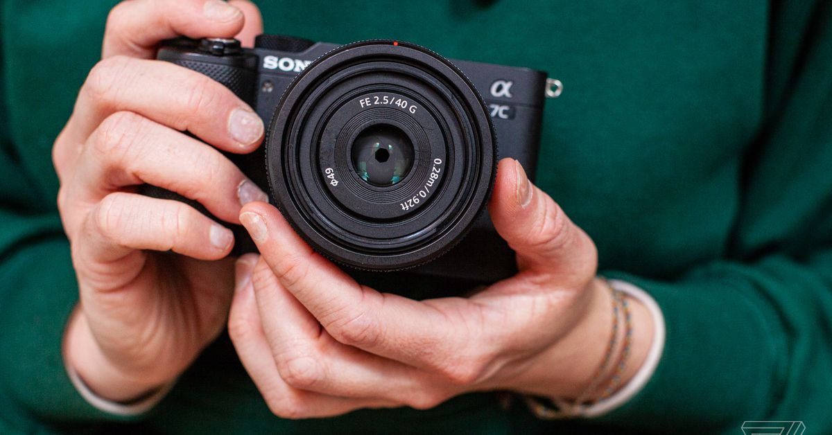 Sony's new prime lenses are the small saviors I've been looking for thumbnail
