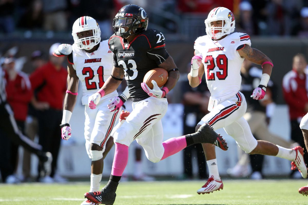CINCINNATI, OH - OCTOBER 15:  Isaiah Pead #23 of the Cincinnati Bearcats runs for a touchdown during the game against the Louisville Cardinals at Paul Brown Stadium on October 15, 2011 in Cincinnati, Ohio.  (Photo by Andy Lyons/Getty Images)