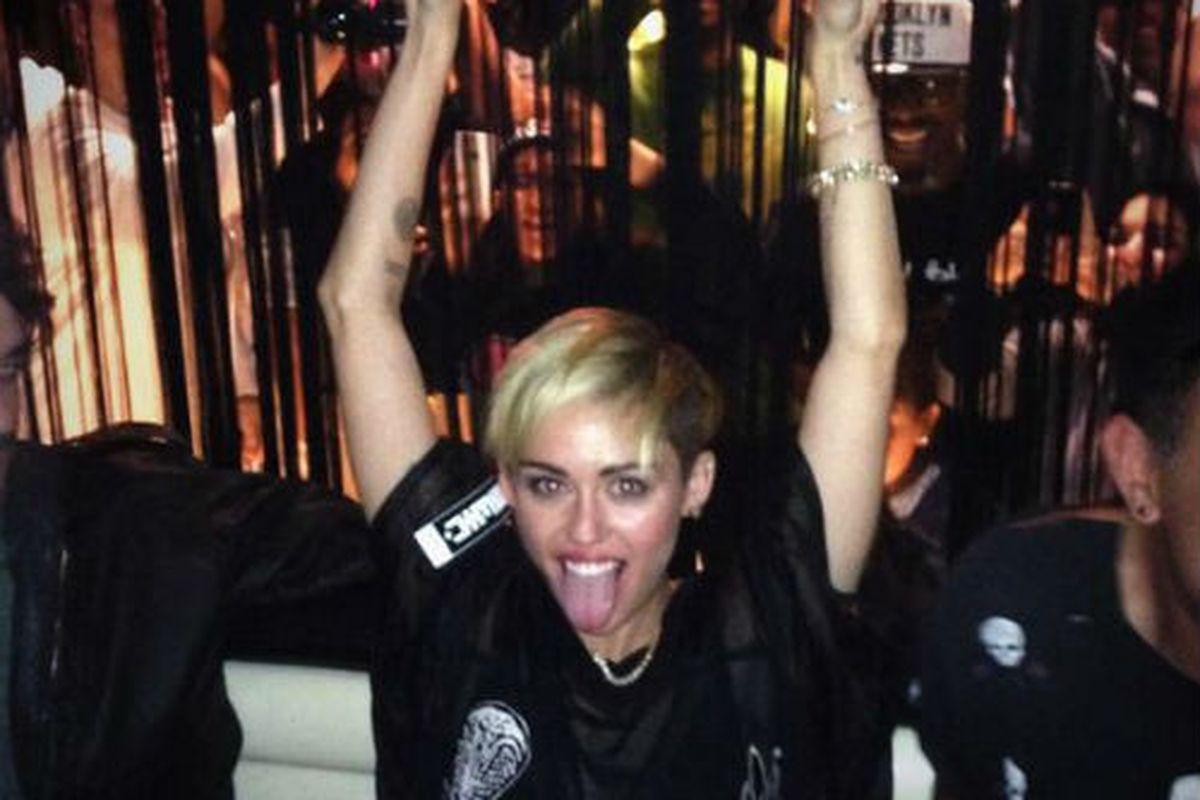 "Image via Miley Cyrus/<a href=""https://twitter.com/MileyCyrus/status/386746278535000064/photo/1"">Twitter</a>."
