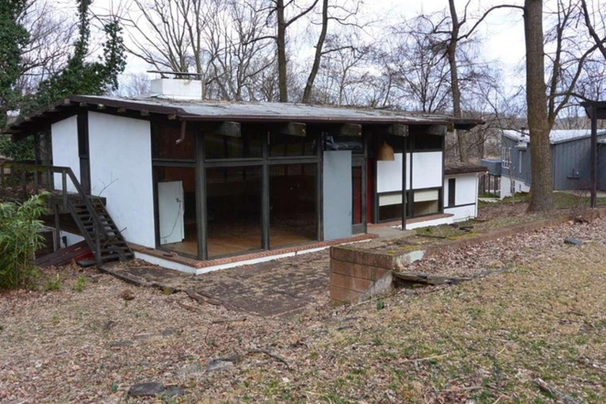 A midcentury modern home