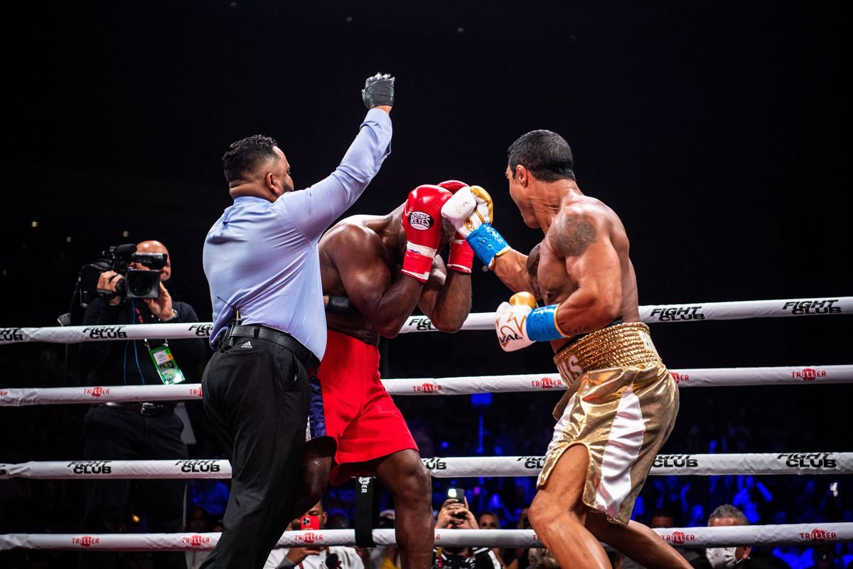 Vitor Belfort defeated Evander Holyfield in Triller Fight Club's main event.