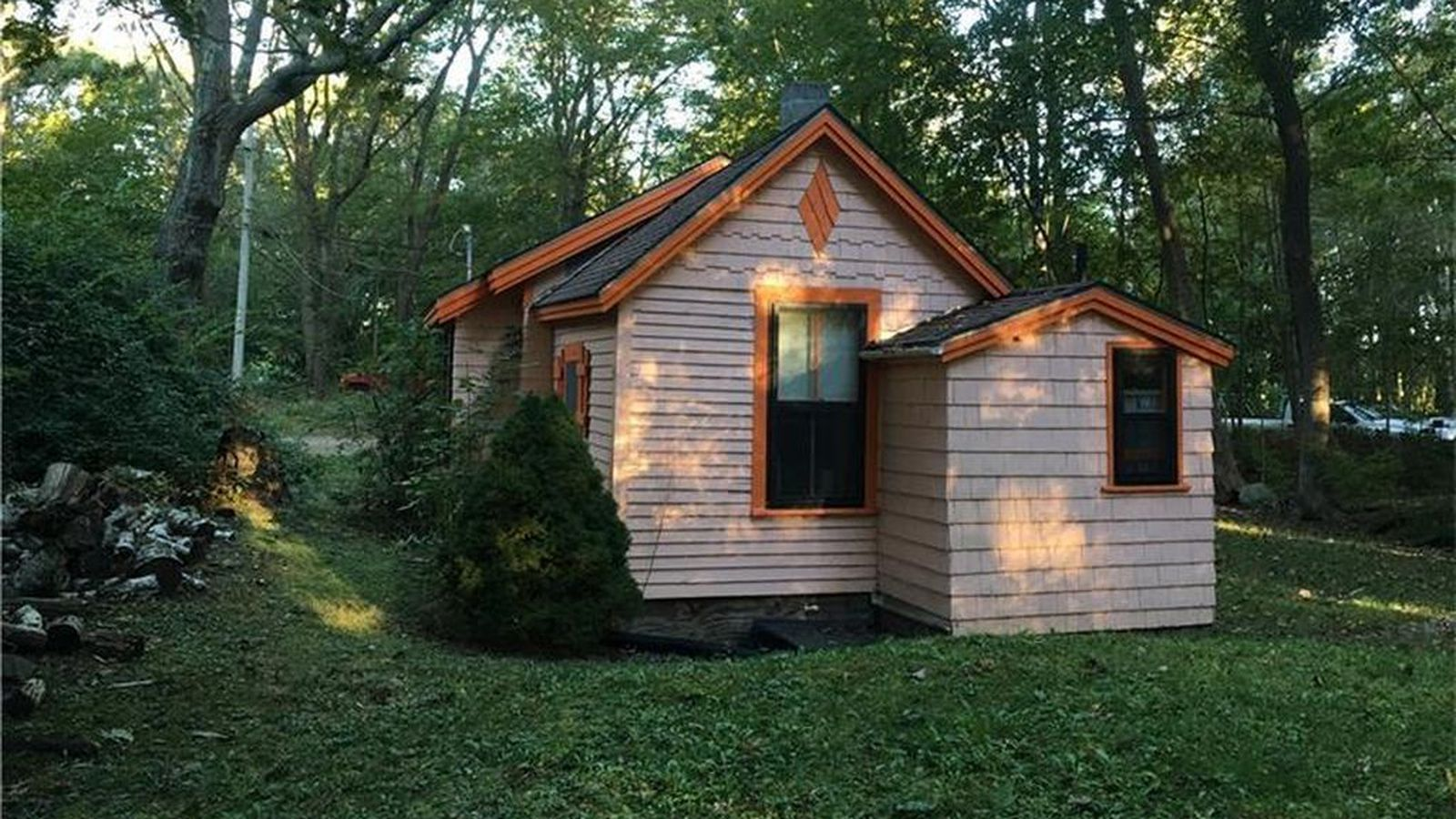 tiny house on big lot built in 1900 wants 183k curbed