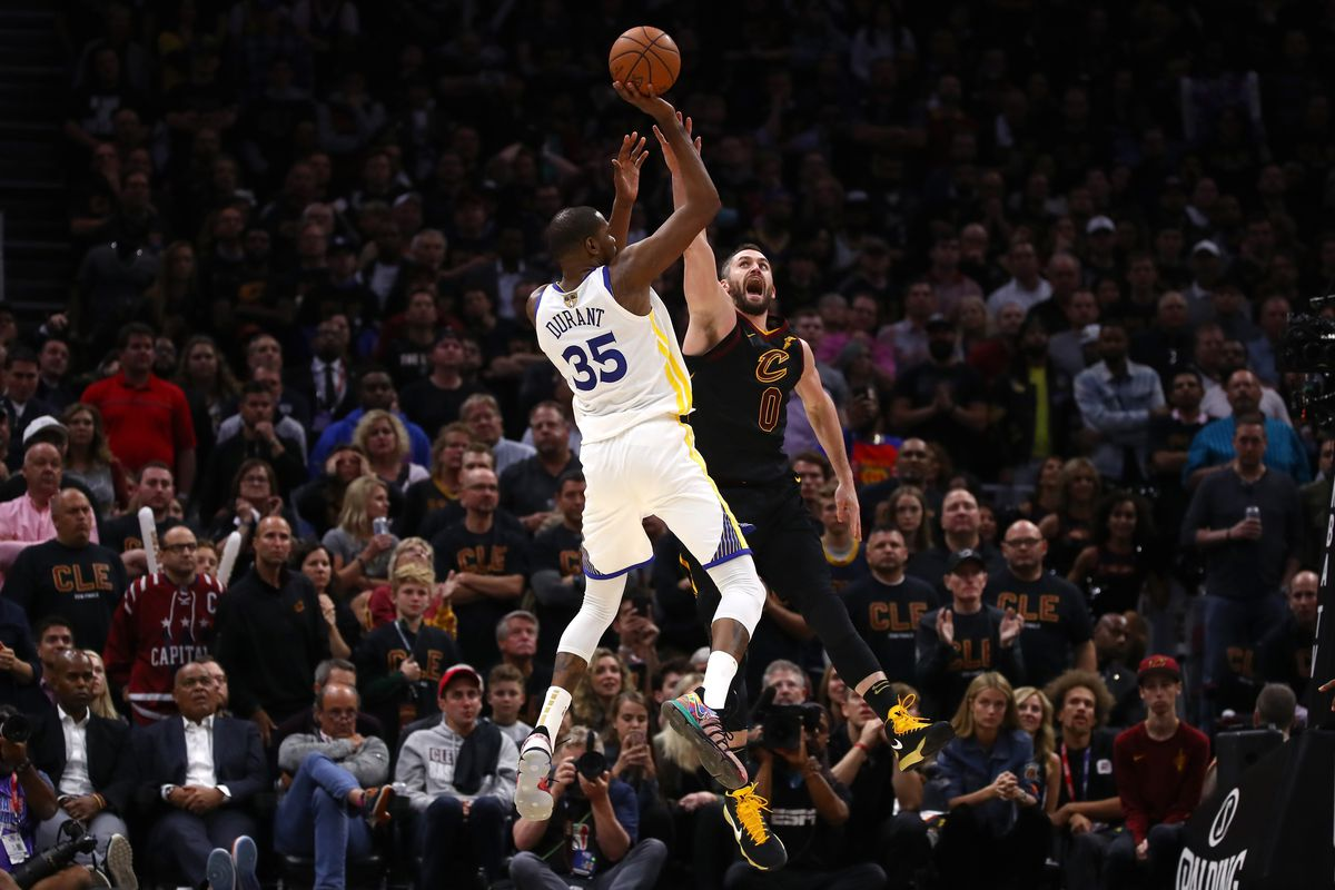 2884b83bbe86 Kevin Durant carries Warriors to huge win over Cavs