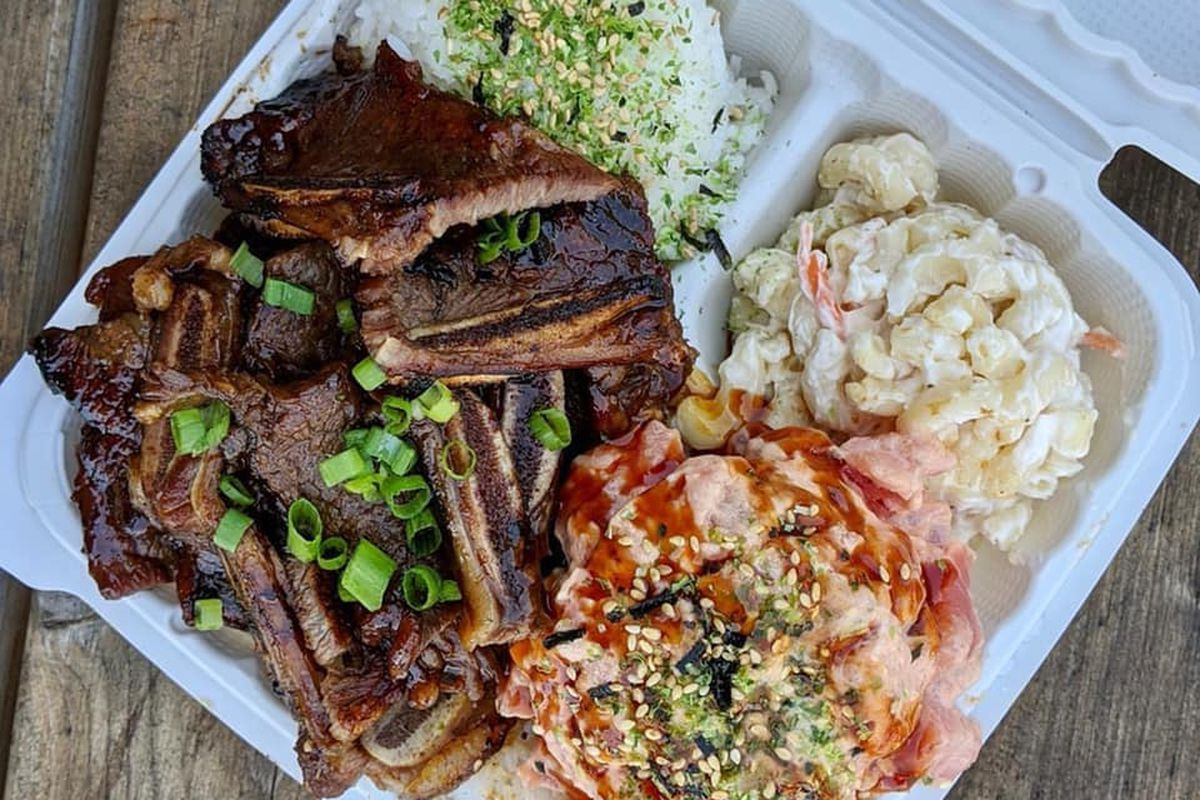 Kalbi, poke, mac salad, and rice sit in a takeout container at GrindWitTryz