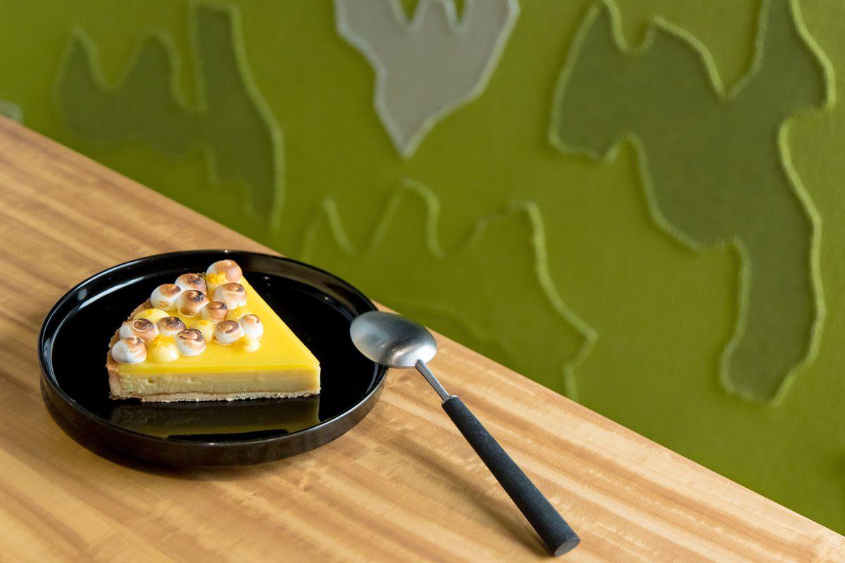 Yuzu meringue tart