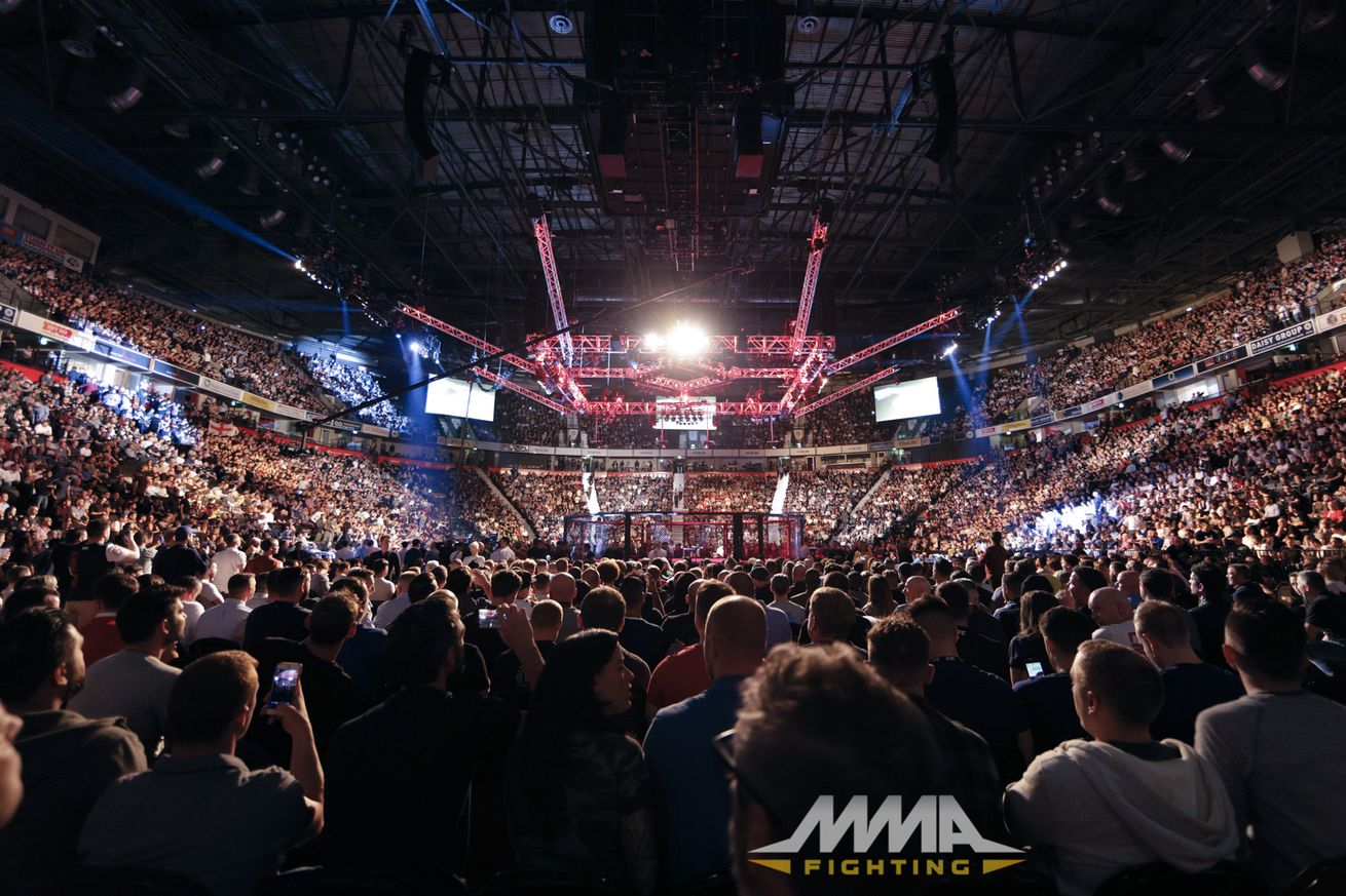 Sold out Manchester Arena for UFC 204