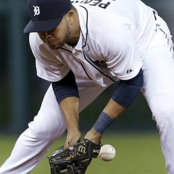 Detroit Tigers shortstop Jhonny Peralta misses a ground ball by Oakland Athletics' Seth Smith during the fifth inning of a baseball game in Detroit, Wednesday, Sept. 19, 2012. Peralta was charged with an error.