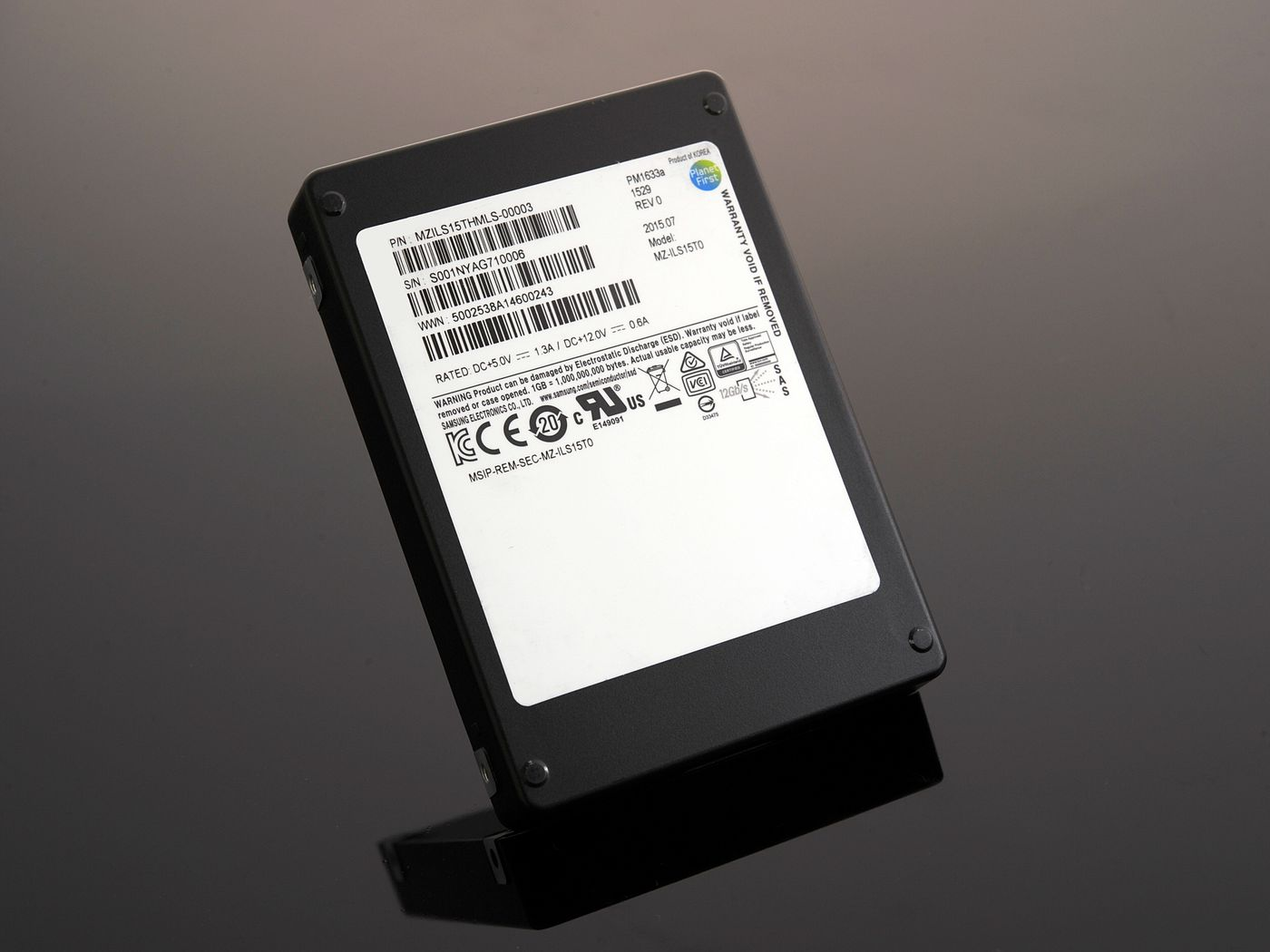 The world's largest SSD is now shipping for $10,000 - The Verge