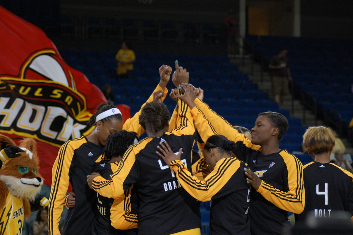 Tulsa Shock pre-game huddle before their game with New York