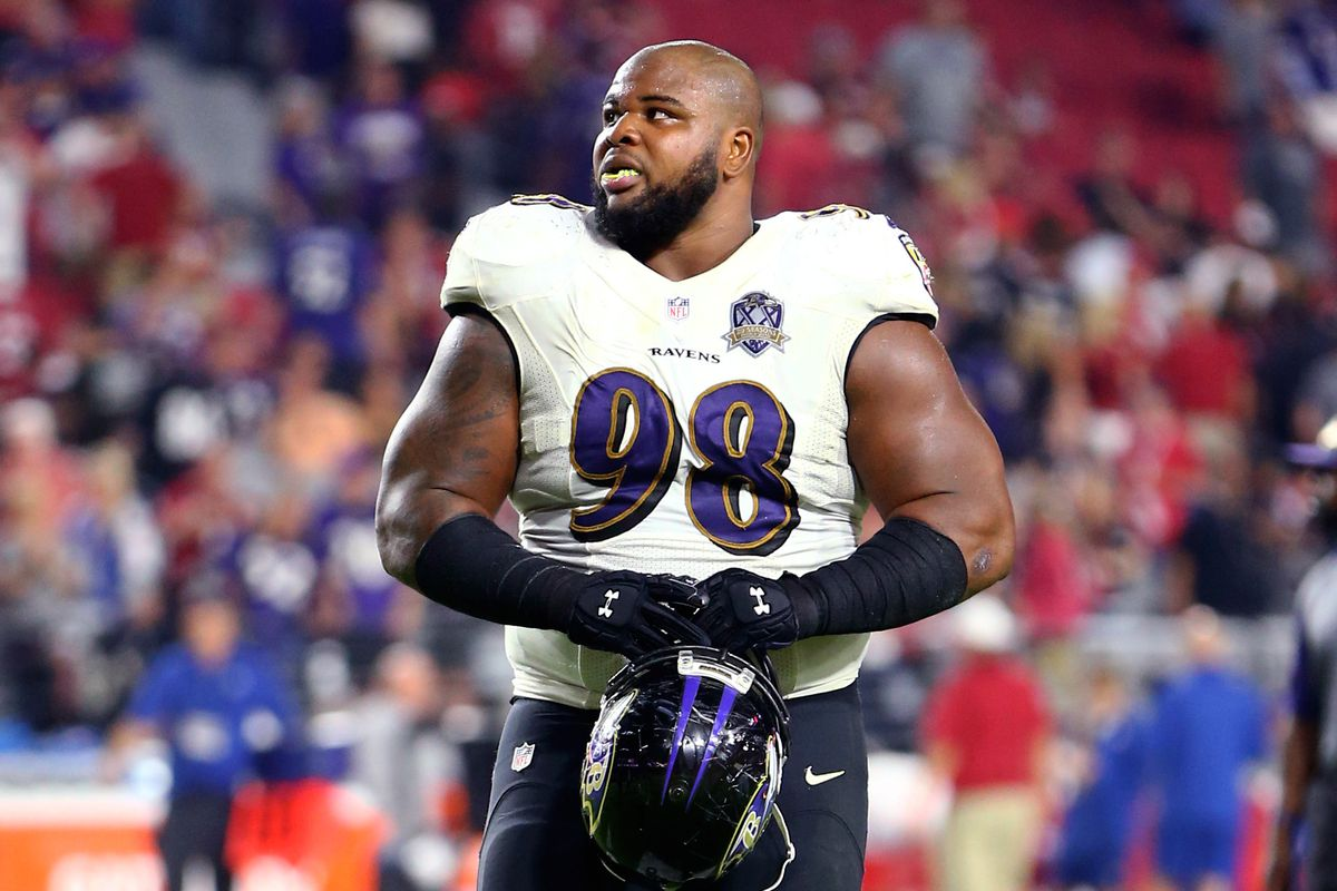 Baltimore Ravens defensive lineman Brandon Williams signs a