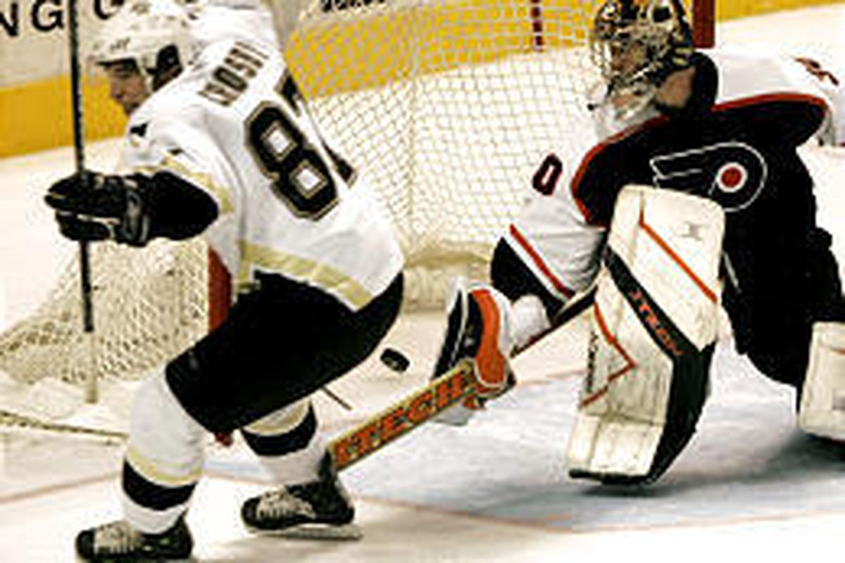 Pittsburgh's Sidney Crosby scores the winning goal against the Flyers on Wednesday night.