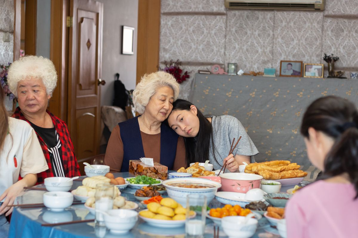 'The Farewell': The lovely story of a family like everybody's