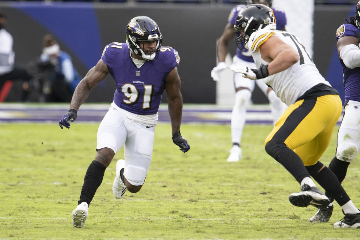 Baltimore Ravens defensive end Yannick Ngakoue (91) rushes during the second half as Pittsburgh Steelers offensive tackle Alejandro Villanueva (78) blocks at M&T Bank Stadium.