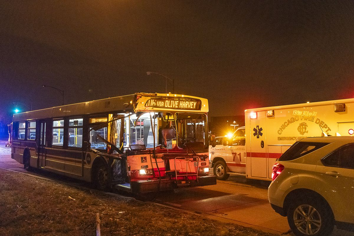 10 Hurt 1 Critically When Buses Collide On Far South Side Chicago Sun Times