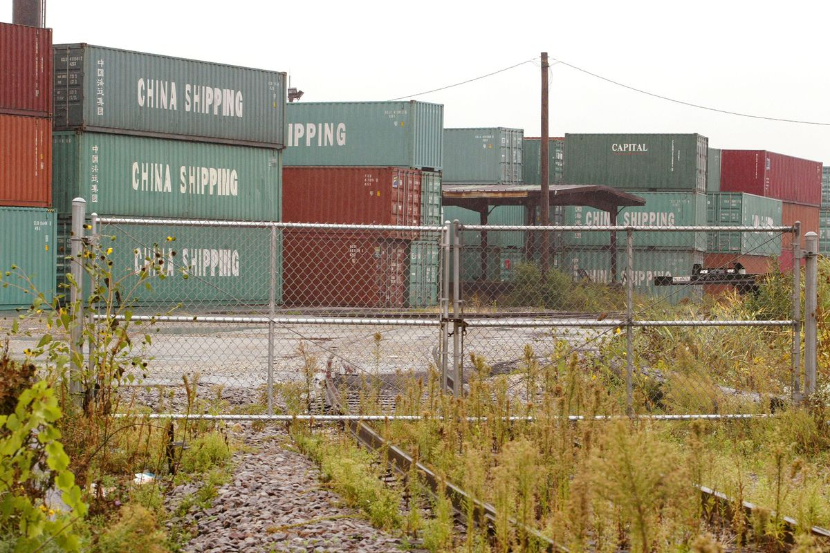 Backup Of Shipping Containers Near Chicago Grows