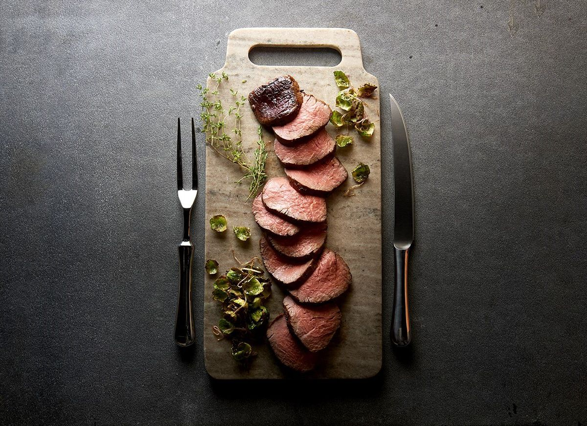 A platter of sliced Chateaubriand.