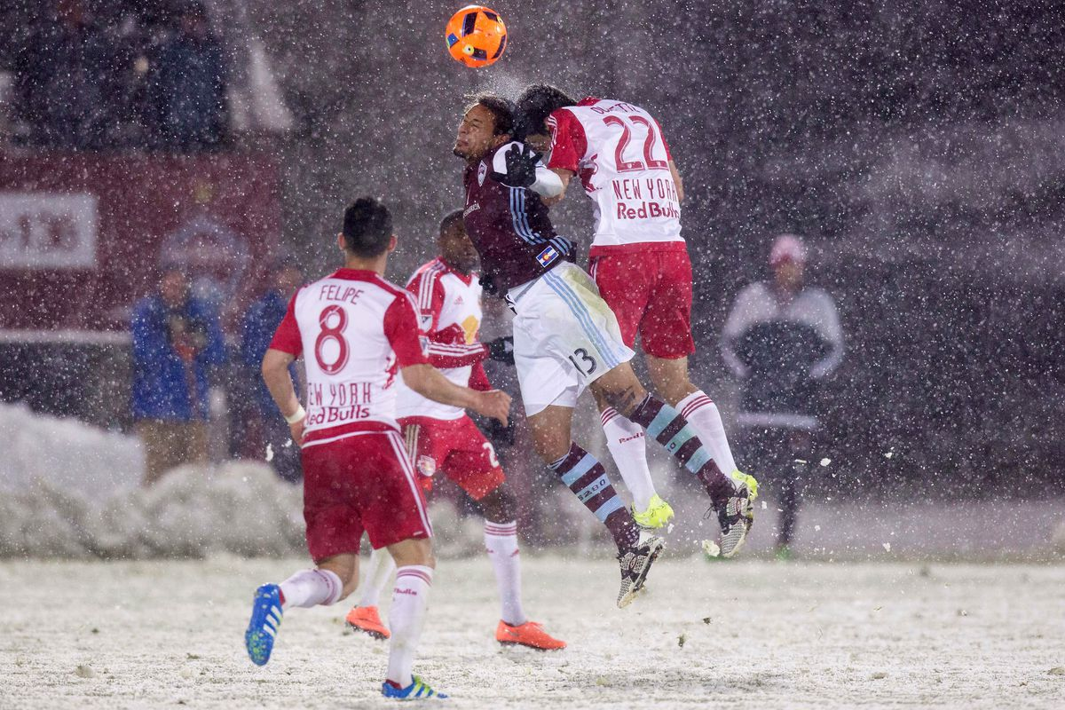 Jermaine Jones goes up for a header against Kari Ouimette in Snoclassico2.