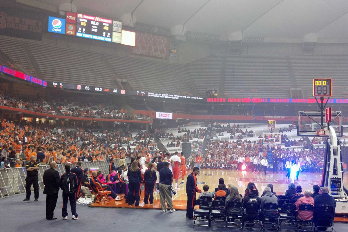 This photo was taken just as the men's scrimmage ended, and before the dunk contest began.