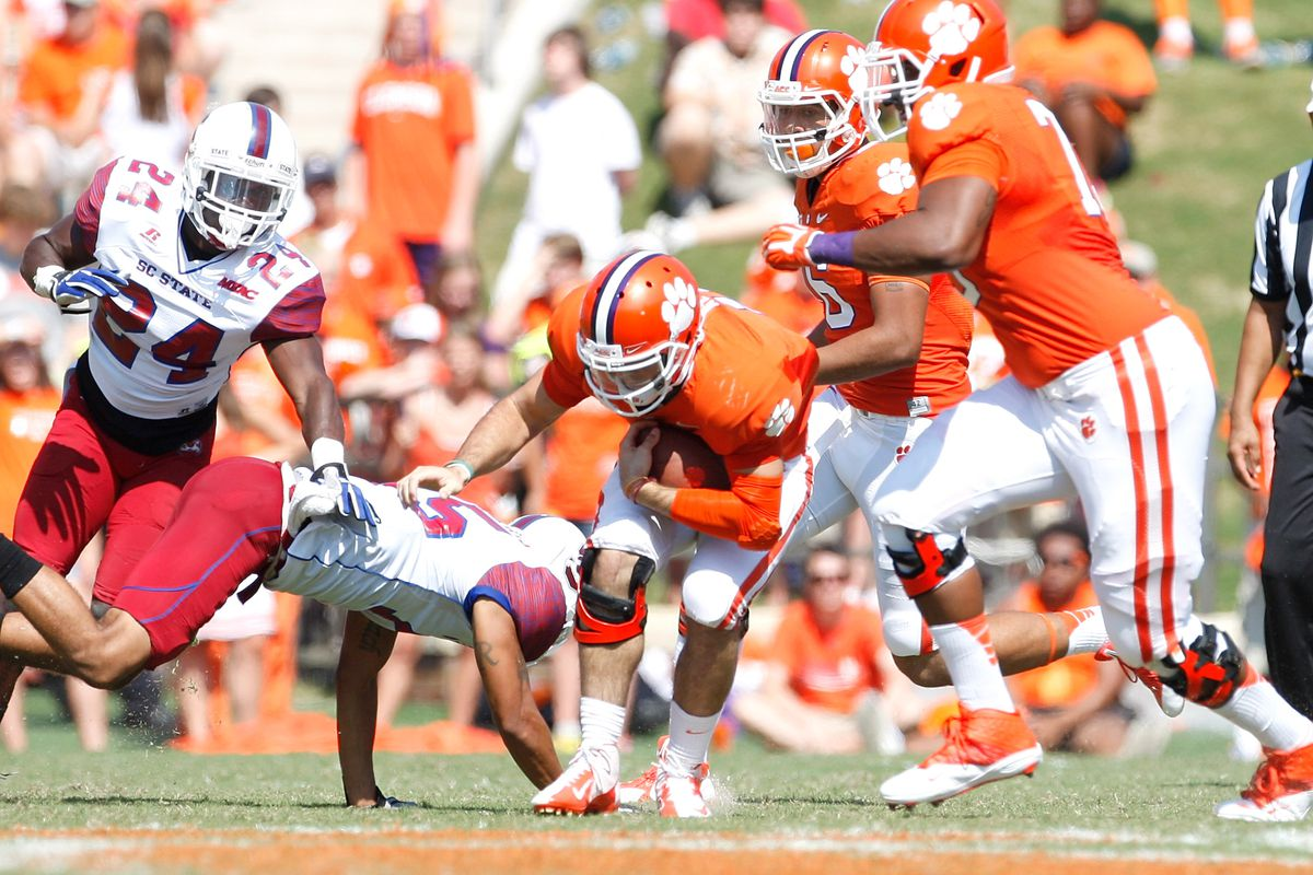 Chad Kelly goes down but another Kelly rises up