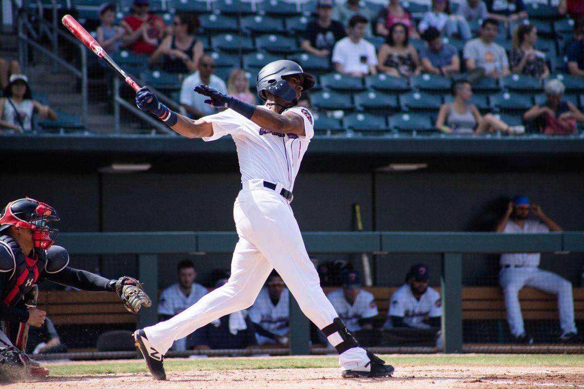 Lewin Díaz's home run swing